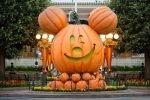 MickeyPumpkinMainStreet9_13_DL_00725CA-2