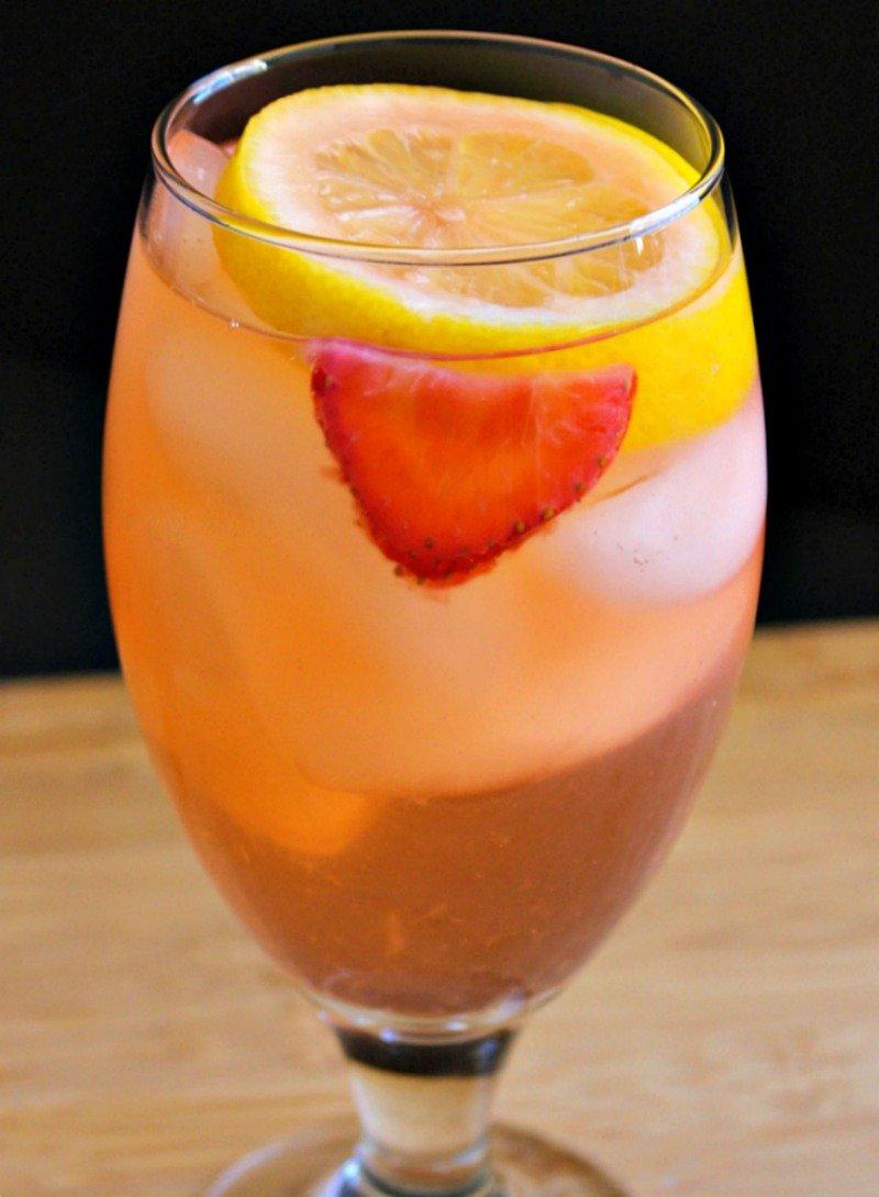 Sparkling Strawberry Lemonade1