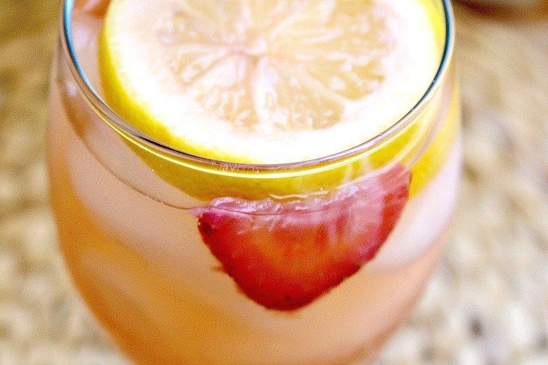 Sparkling Strawberry Lemonade5