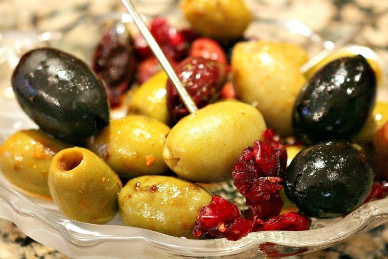 Cranberry Balsamic Marinated Olives3